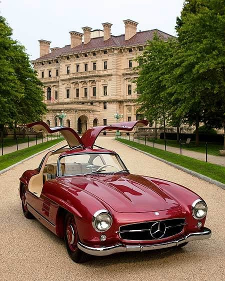 Mercedes-Benz 300SL Gullwing At The Breakers Mansion