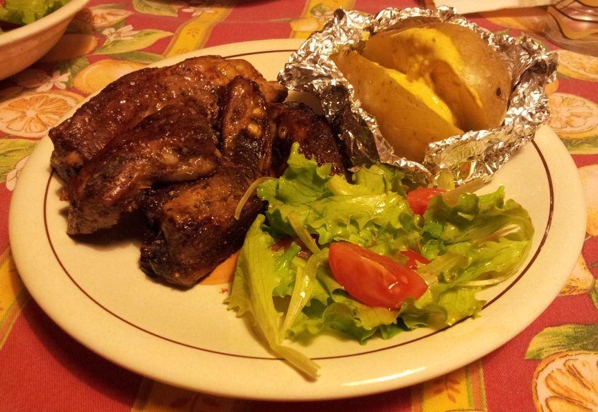 Fiocchi di burro - costine al forno, patate e salsa curry