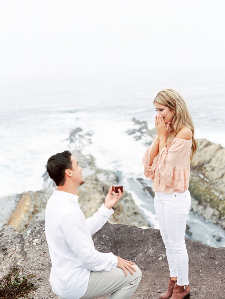 Surprise marriage proposal | Romantic proposal ideas | fabmood.com #engagement #engagementsession #engagementshoot