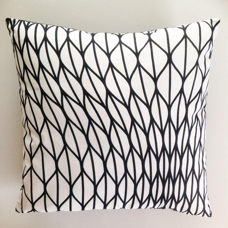 Housse de coussin d corative noir et blanc motifs g om triques textiles et tapis par made by l - Tenture chambre bebe ...