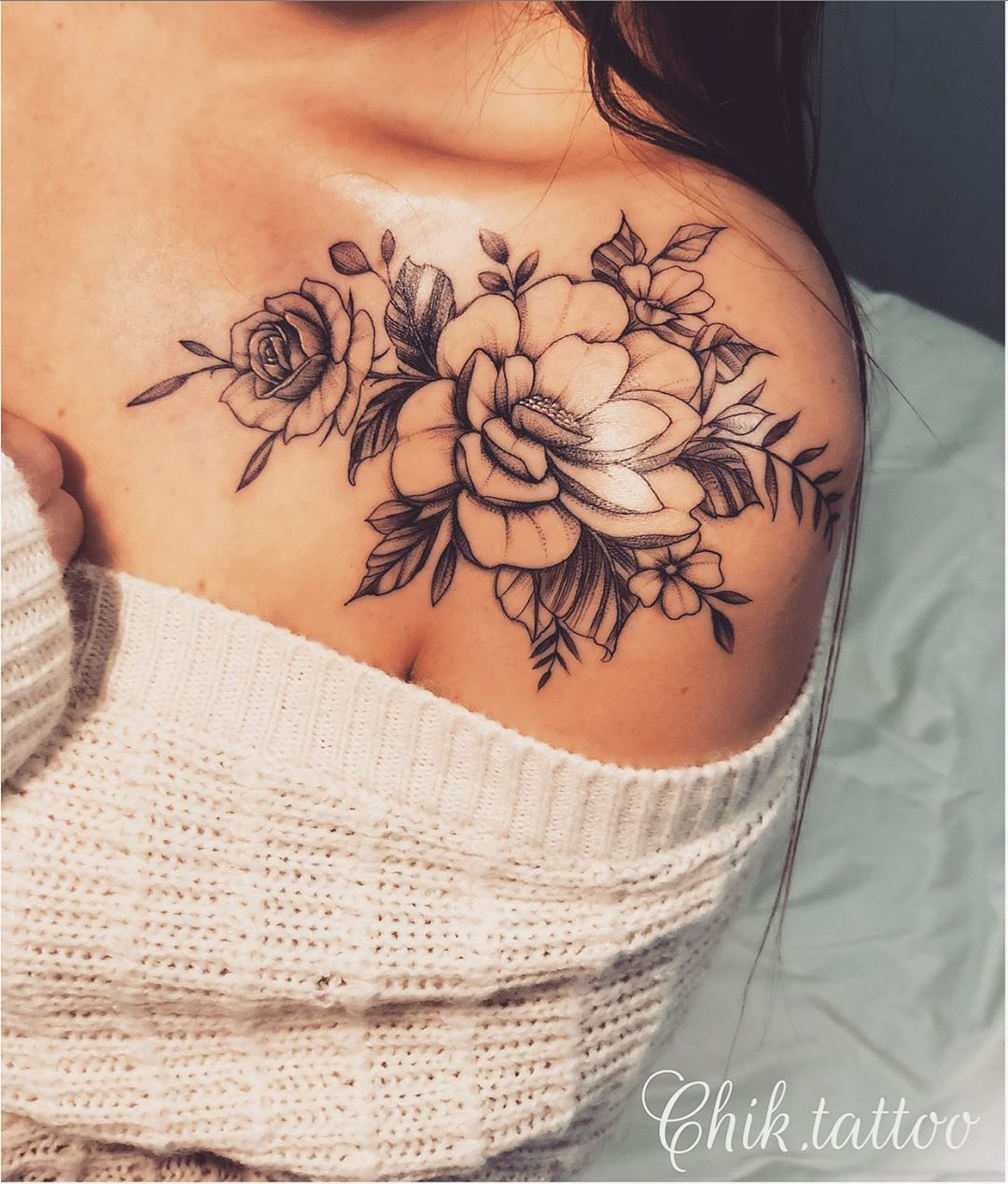 Blume Tattoo auf der Schulter: 65 Fotos aller Stile für Inspiration