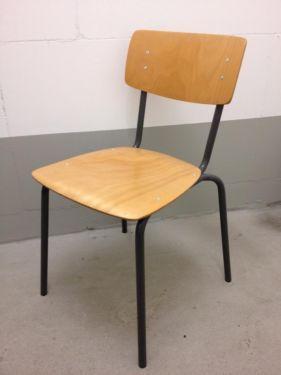 Bis zu 10 alte Schulstühle zu verkaufen. Nachlass bei Abnahme ...