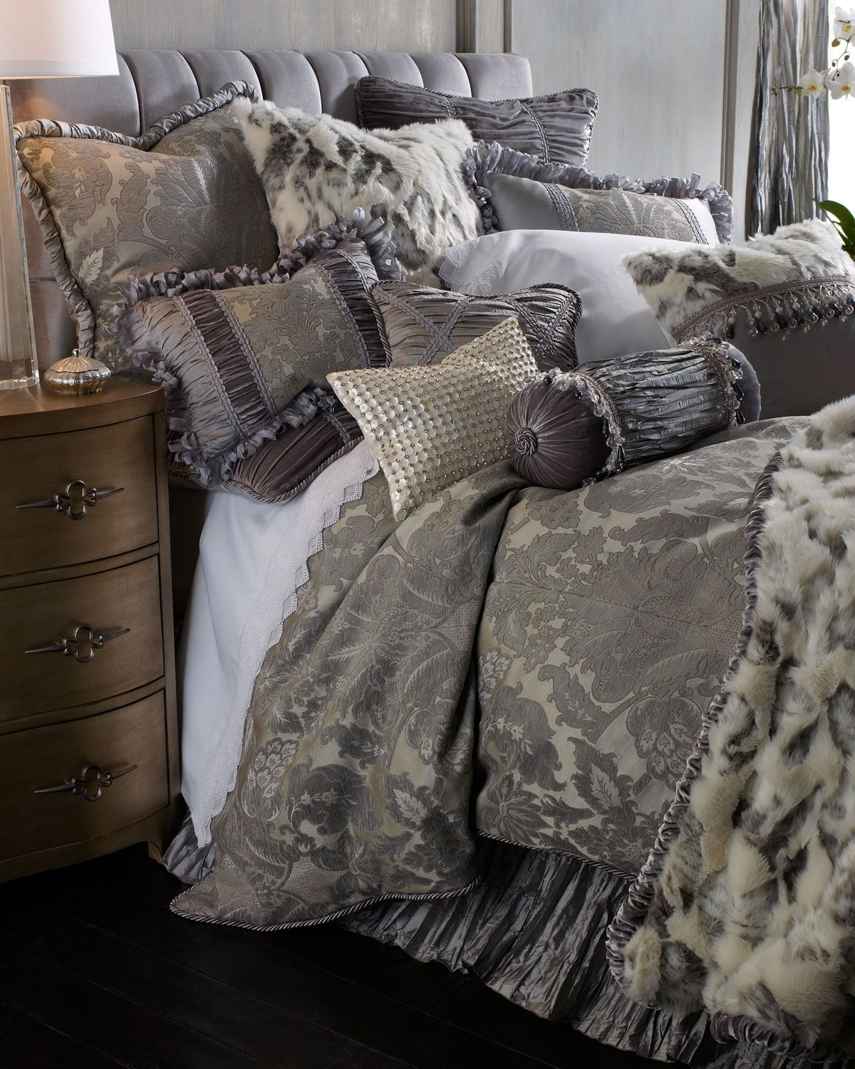 Best P*Nth**S* Suite Faux Fur Throw With Shirred Velvet Edge 400 x 300