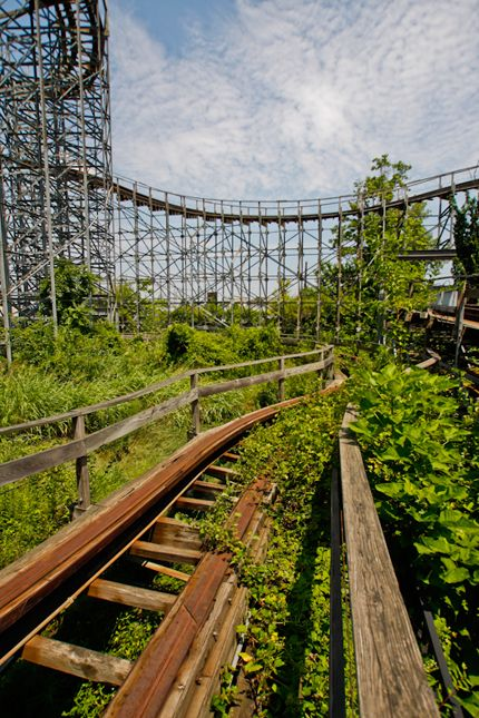 Twisted Twins rollercoaster in abandoned Six Flags Kentucky Kingdom