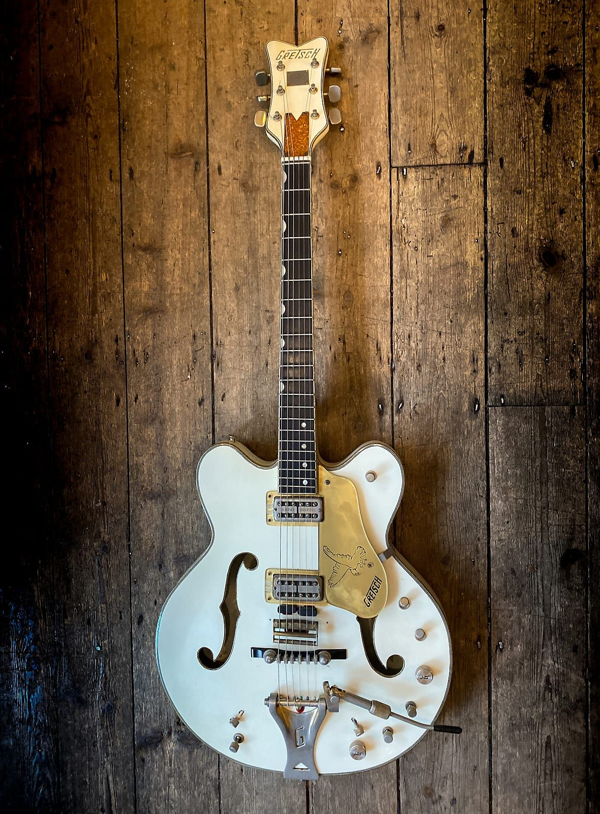 1970 Gretsch White Falcon Double Cutaway Model With Hard Shell Case New Kings Road Vintage Guitar Emporium Reverb In 2021 Gretsch Vintage Guitars White Falcon