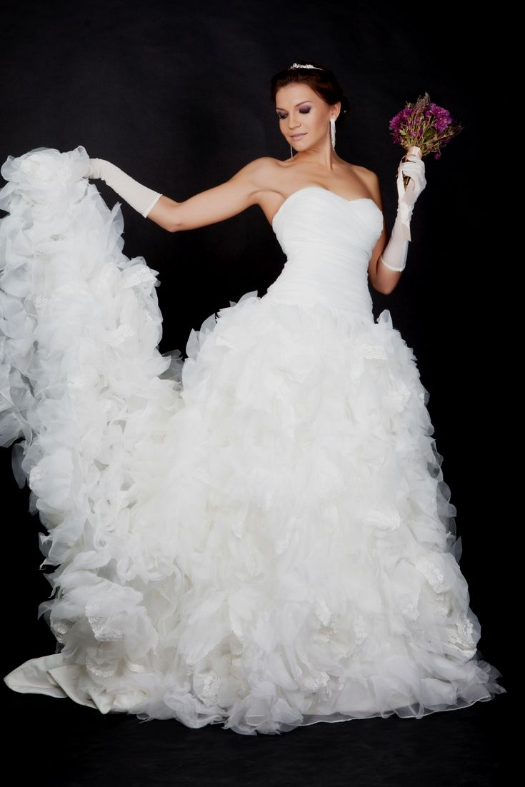 Try getting ideas for your personal wedding dress by using our huge