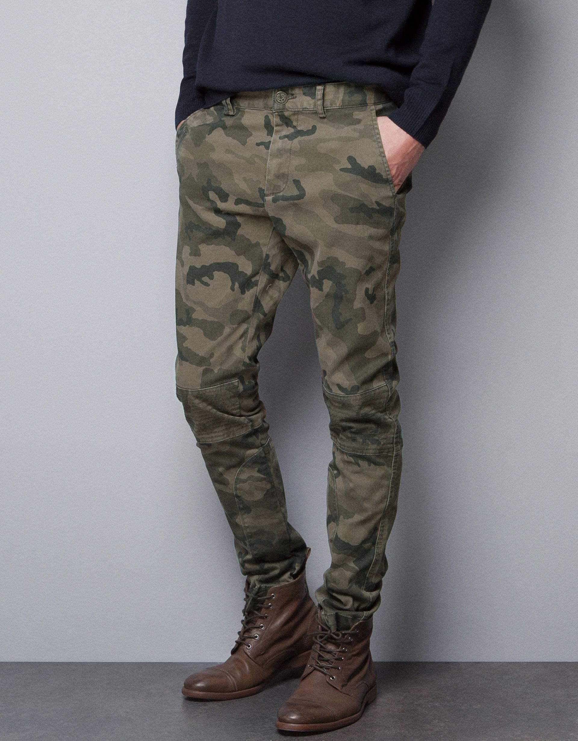 26e427f6b2 Camouflage Chinos