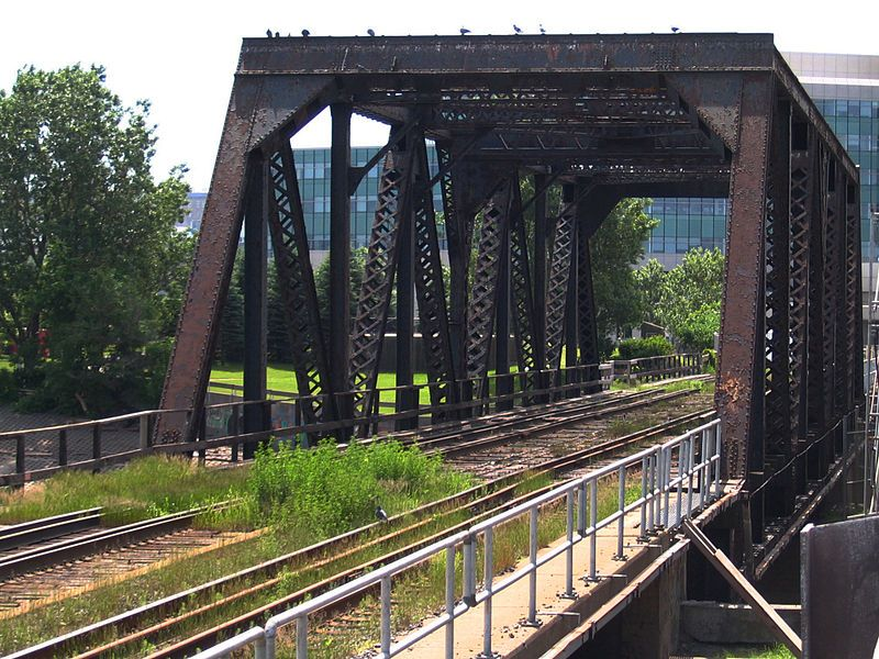 File:Pont ferroviaire enjambant la rivière St-Charles.jpg