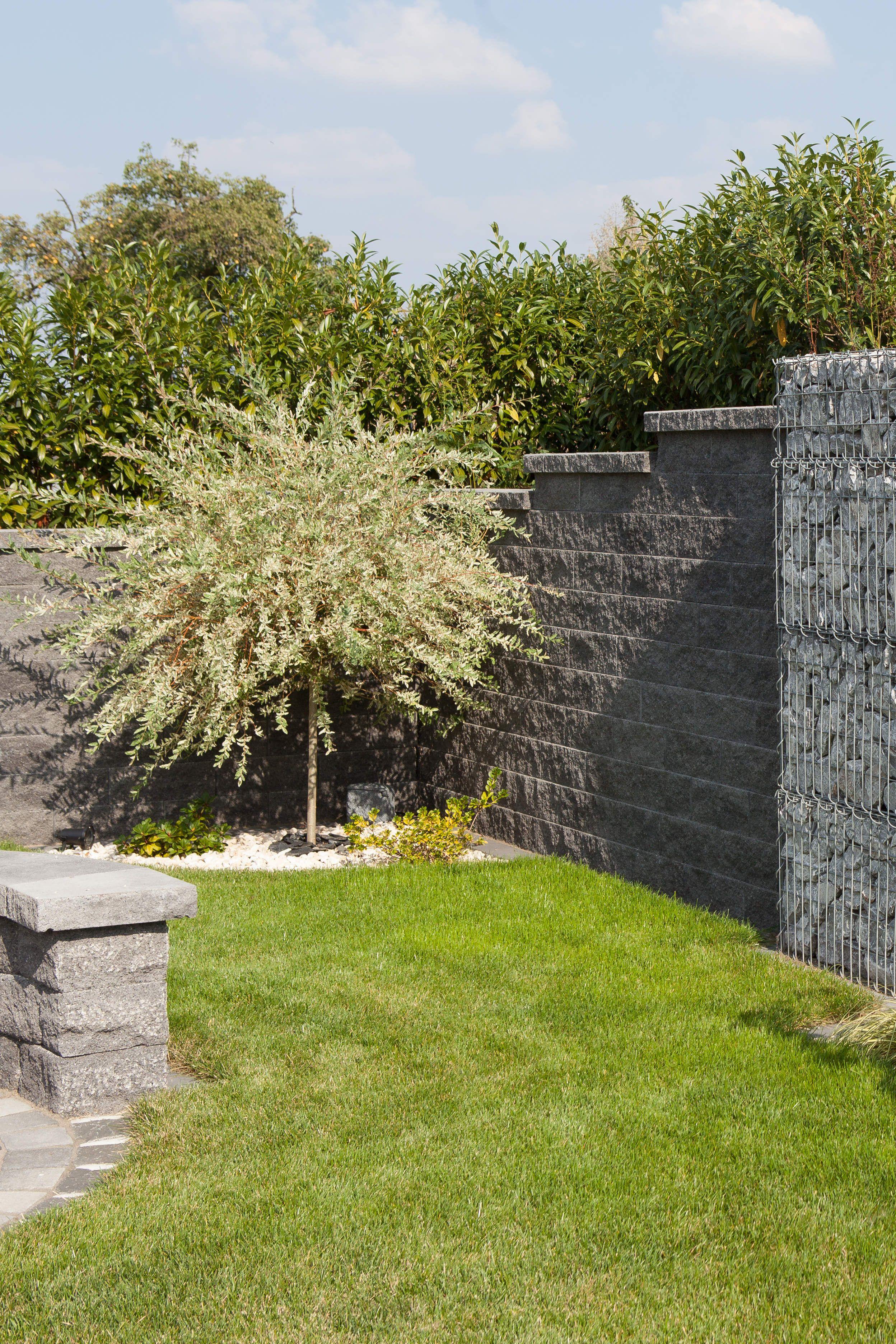 Epic Lockere Gestaltung der Mauer durch verschiedene H hen und verwendete Gabionen Ein toller Mix verschiedener Materialien