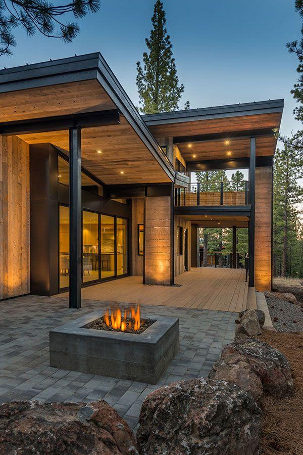 Mountain Retreat Blends Rustic Modern Styling In Martis Camp House Exterior Modern House Design Modern Mountain Home