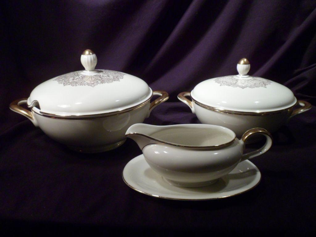 Three-Piece Serving Set Porcelain Oscar Schaller & Co. (Wedgwood), Soup Tureen, Gravy Boat, Covered Dish