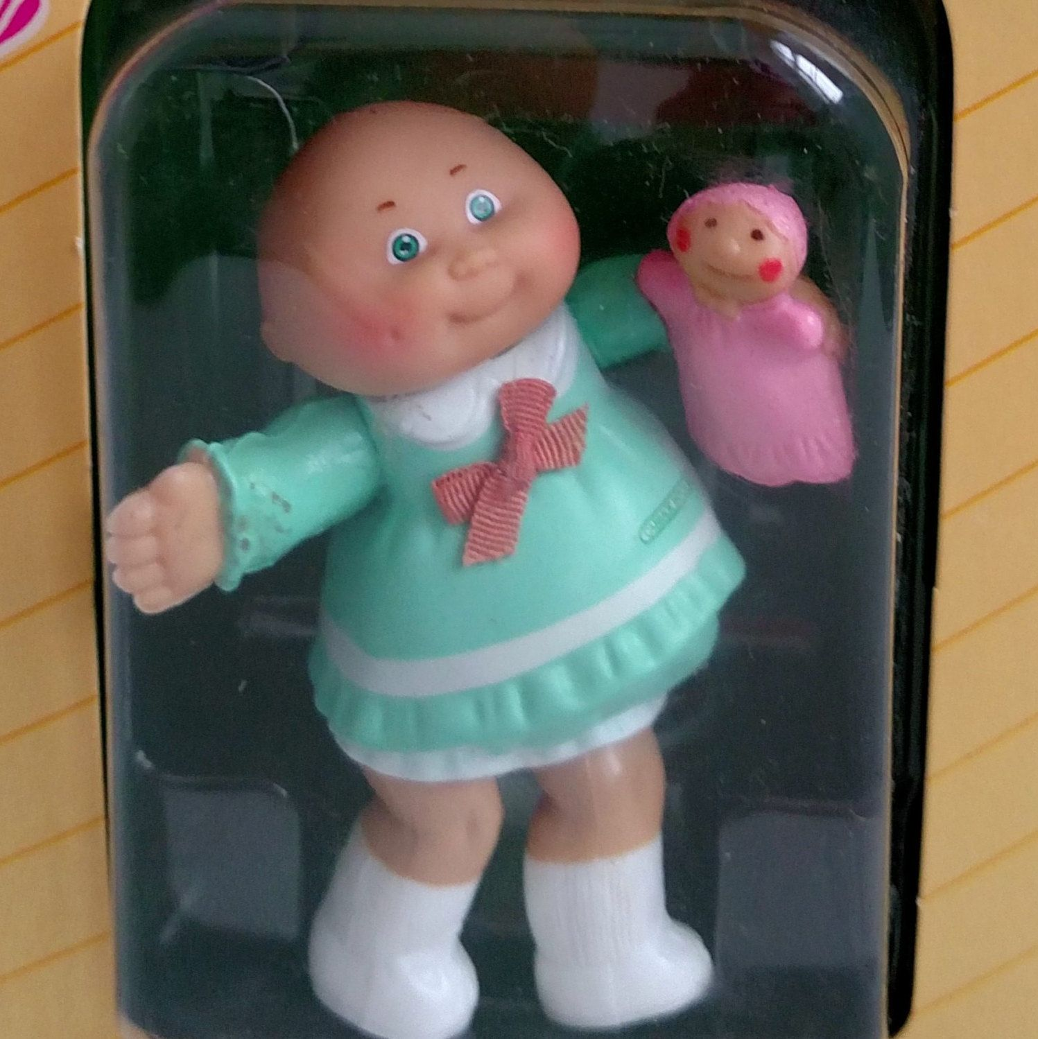1984 Cabbage Patch Kids First Edition Poseable Figure In Etsy Cabbage Patch Kids Cabbage Patch Dolls Holding Baby