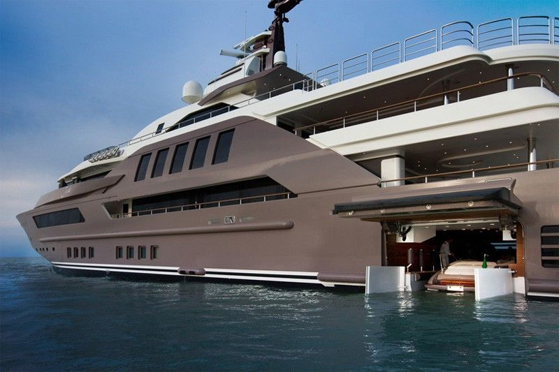 The Most Spectacular Yacht In The World With Indoor Pool Aquarium And World S First Floating Garage Yacht World Luxury Yachts Boat