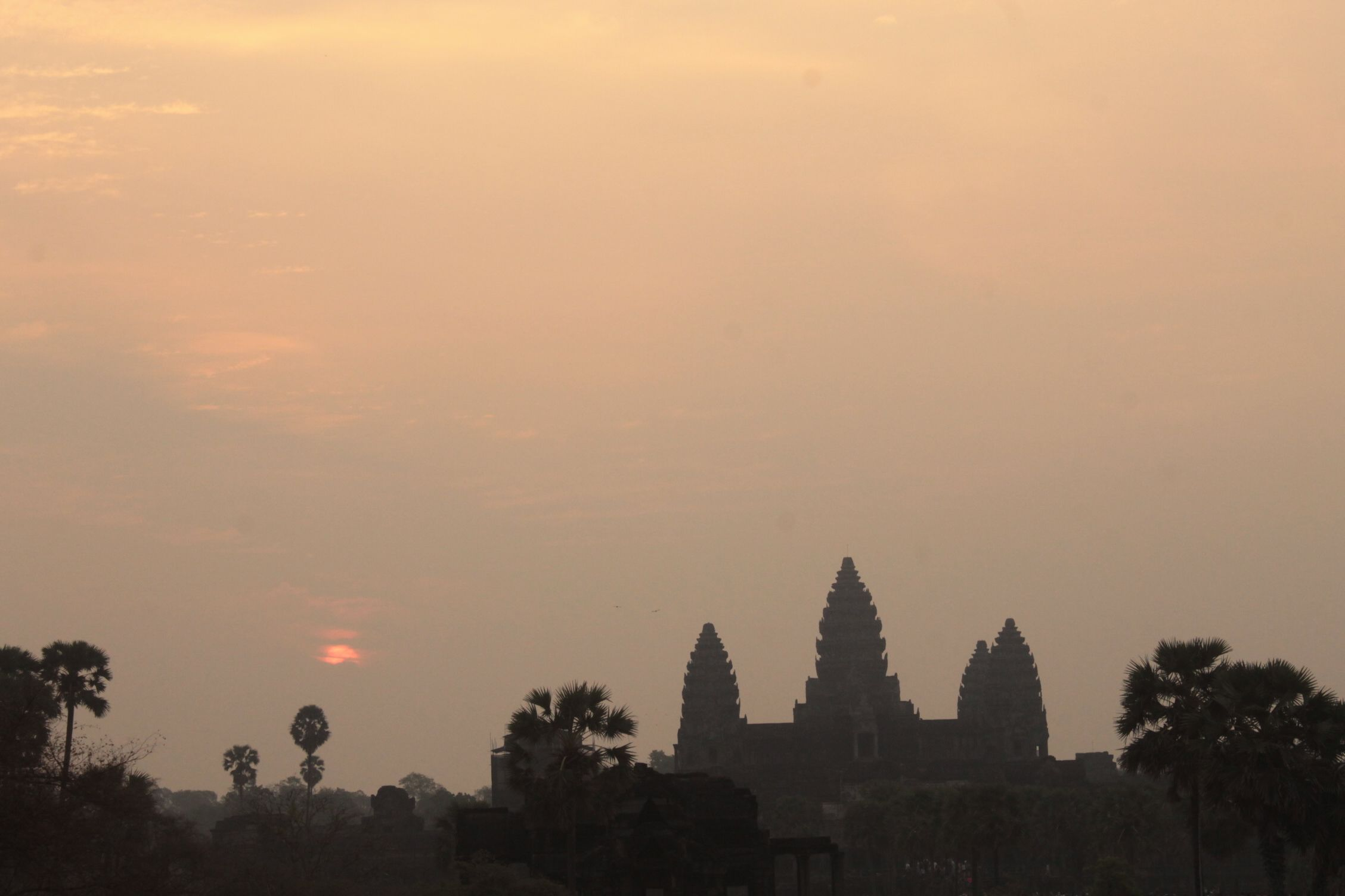 Salida del sol en el templo Angkor