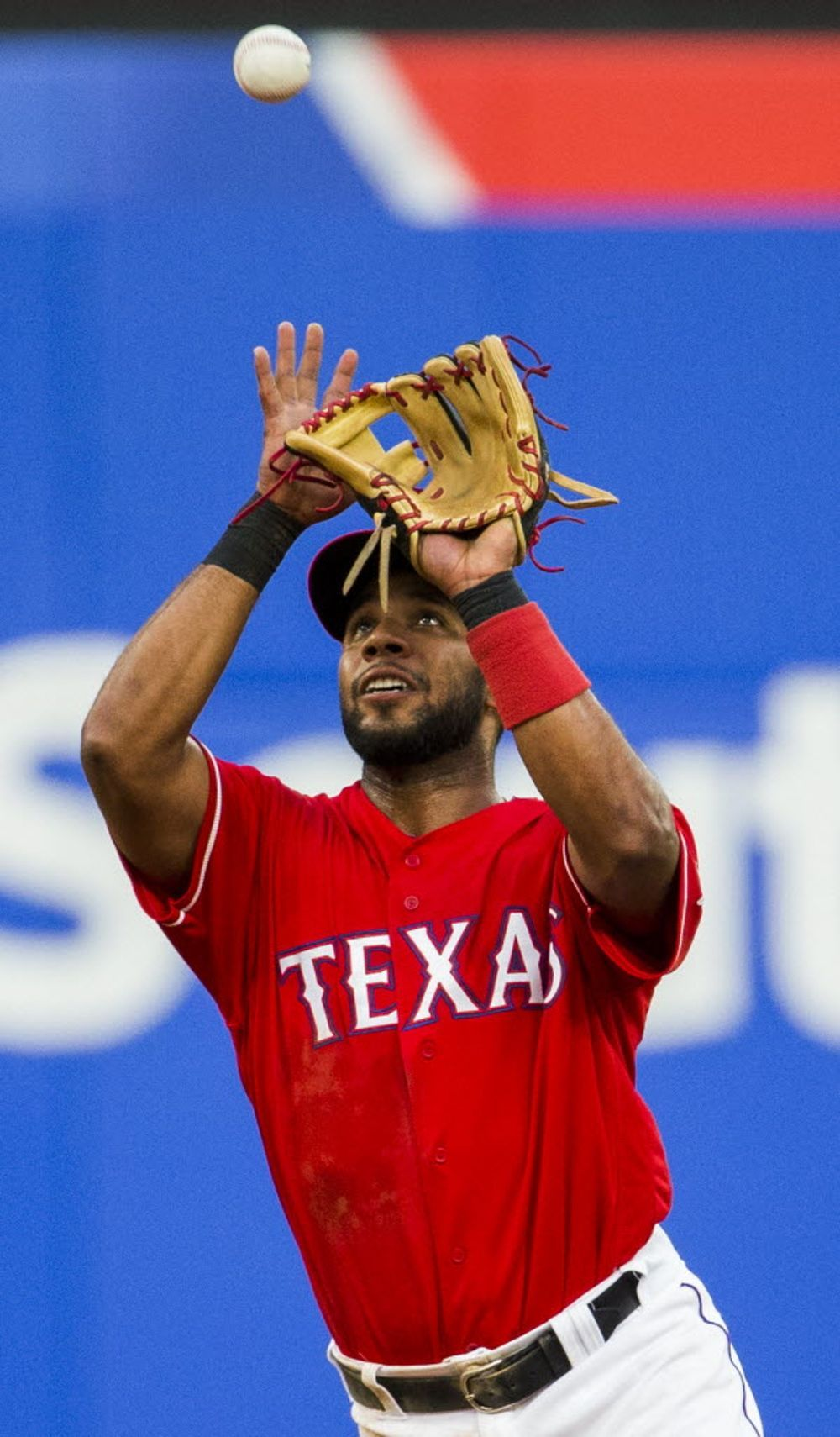 Texas Rangers Shortstop Elvis Andrus 1 Catches A Fly Ball During The Third Inning Of Their Game Against Texas Rangers Texas Rangers Baseball Rangers Baseball