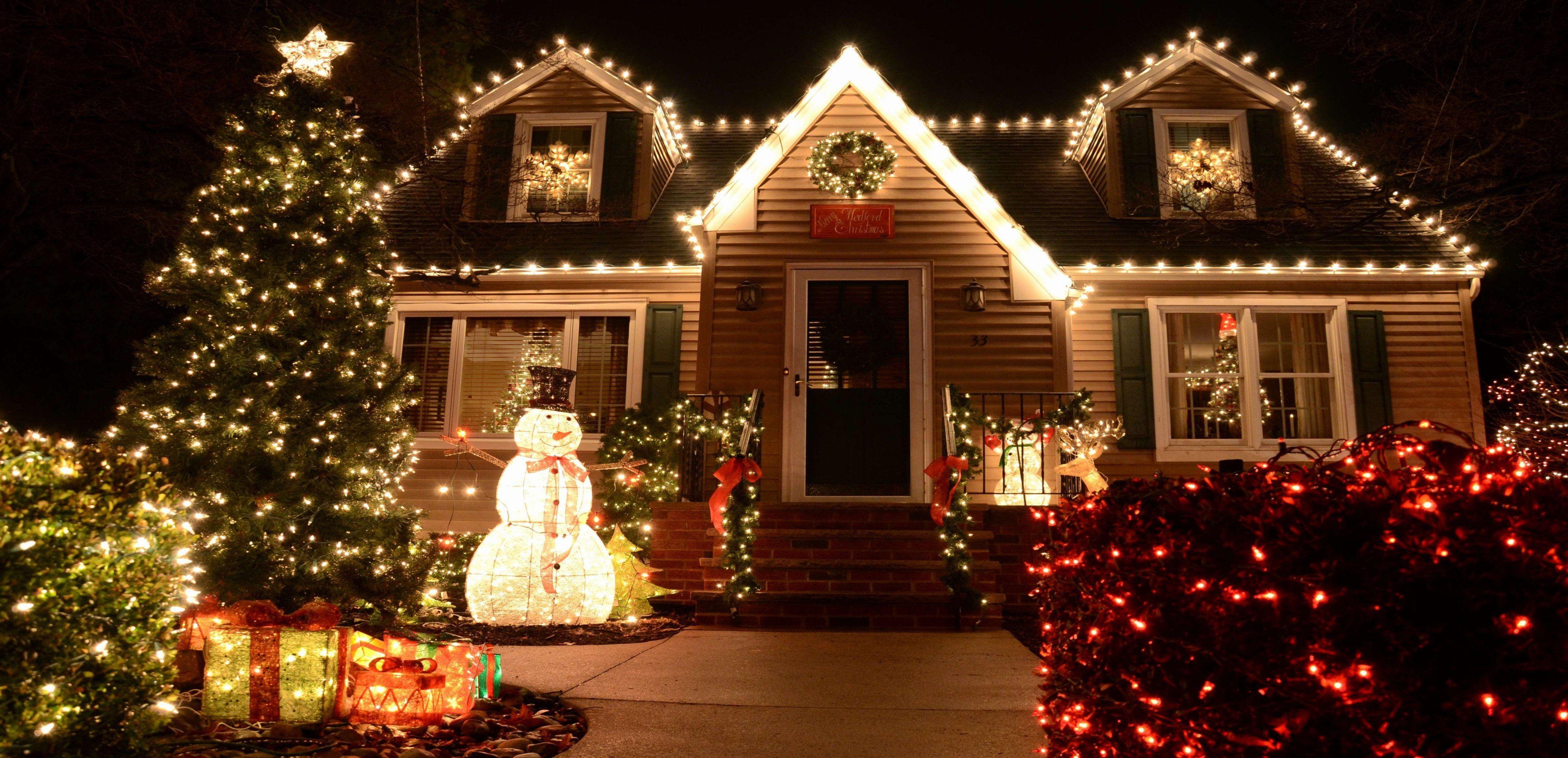 Christmas Lamp Post Decoration Ideas Unique Christmas Porch Decorating Ideas Lux In 2020 Diy Christmas Lights Outdoor Christmas Lights Decorating With Christmas Lights
