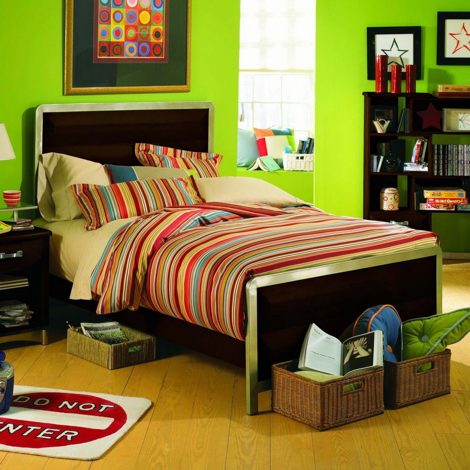 Simple Green Color Theme Bedroom with Elegant Brown Scheme ...