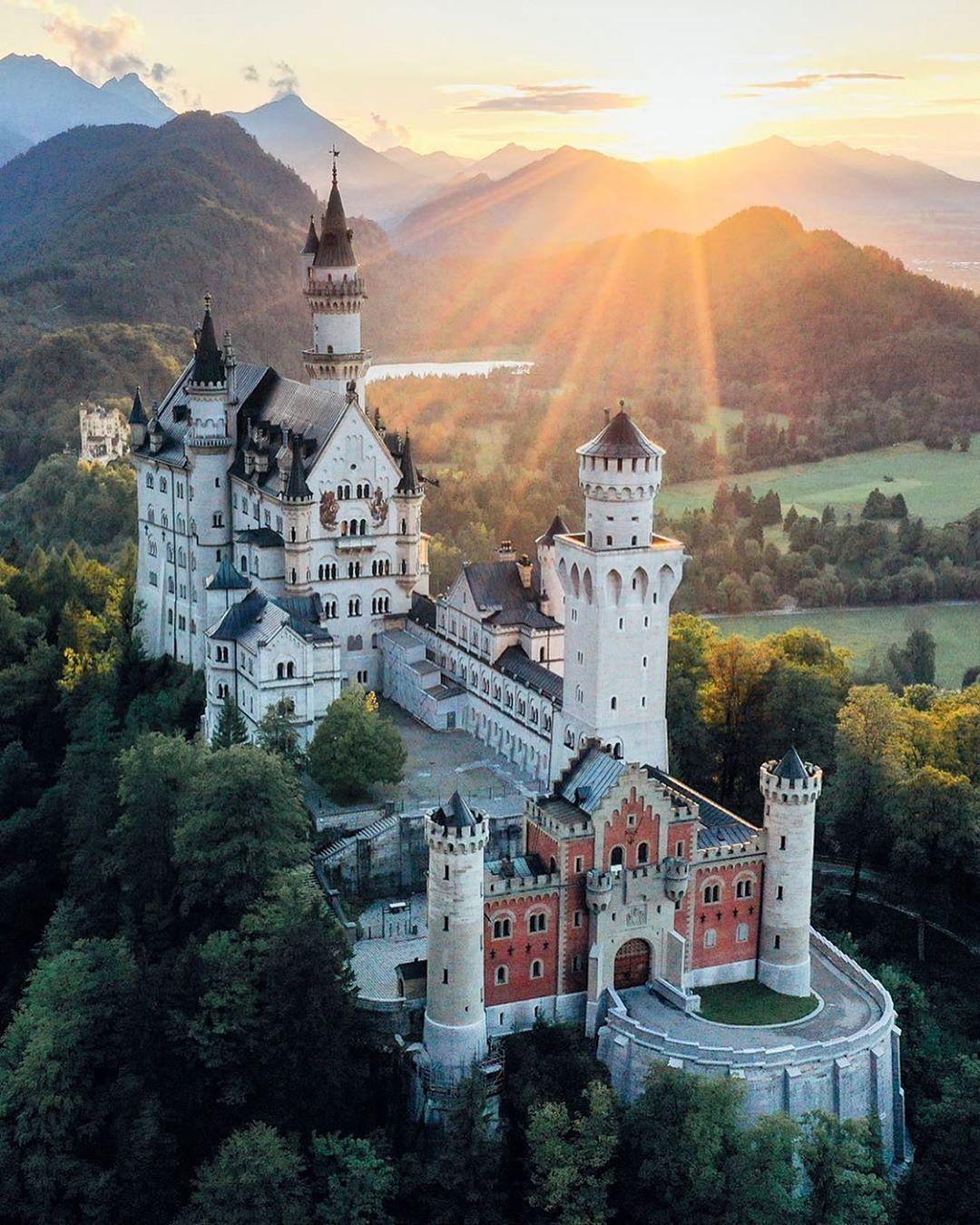 Bayernliebe Official Shared A Photo On Instagram Wirklich Wie Im Marchen Das Fabelhafte Schloss Ne In 2020 Castle Bavaria Neuschwanstein Castle Beautiful Castles