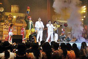 Artistas del circo y agrupación musical brindan su espectáculo al público