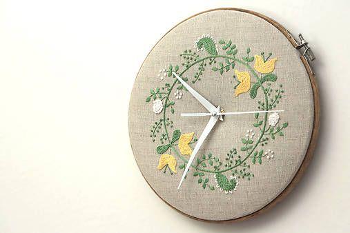 Framegroup / Amélie, ručne vyšívané nástenné hodiny
