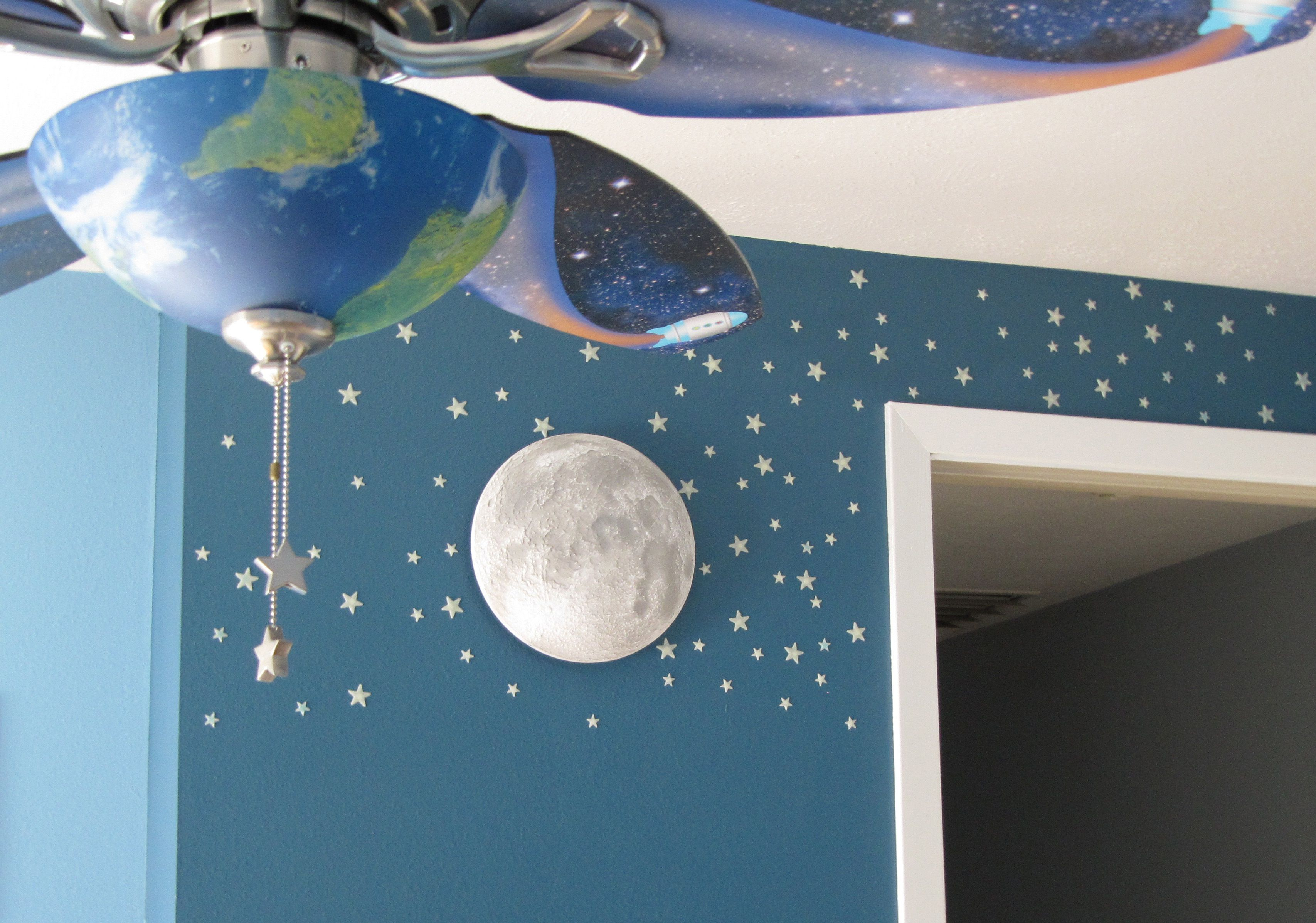 We have this moon and this fan ke the stars on the wall