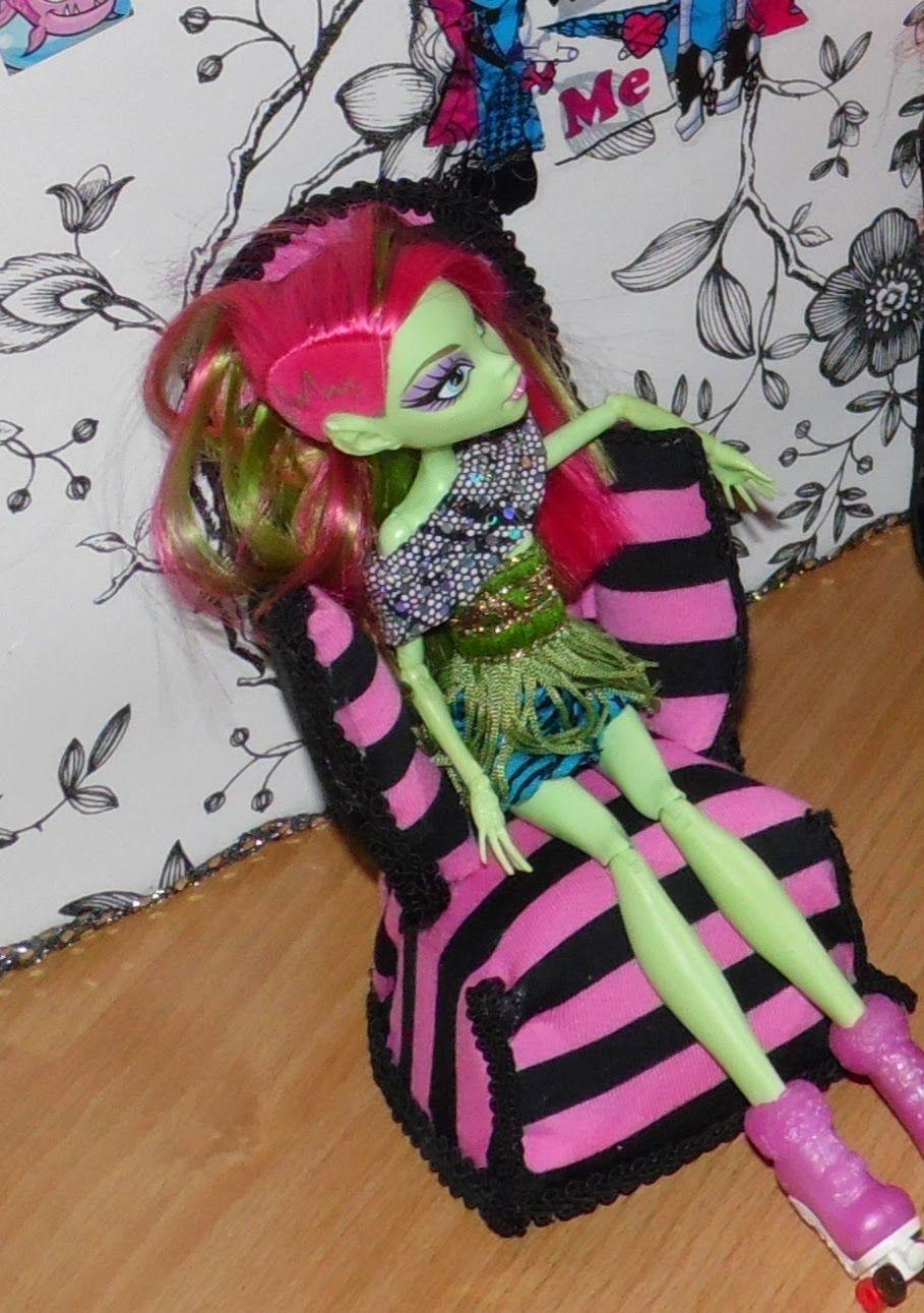 Easy Monster High armchair