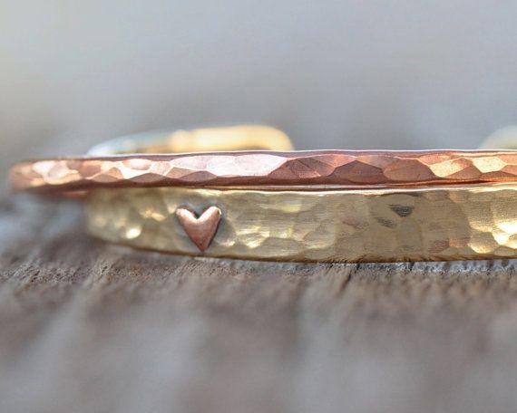 deux bracelets artisanaux coeur bijoux romantiques. Black Bedroom Furniture Sets. Home Design Ideas