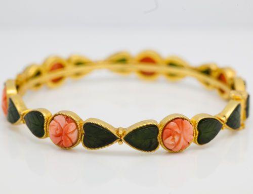 Antique-C-1940-Art-Deco-18k-22k-Gold-Carved-Jade-Angelskin-Coral-Bangle-Bracelet
