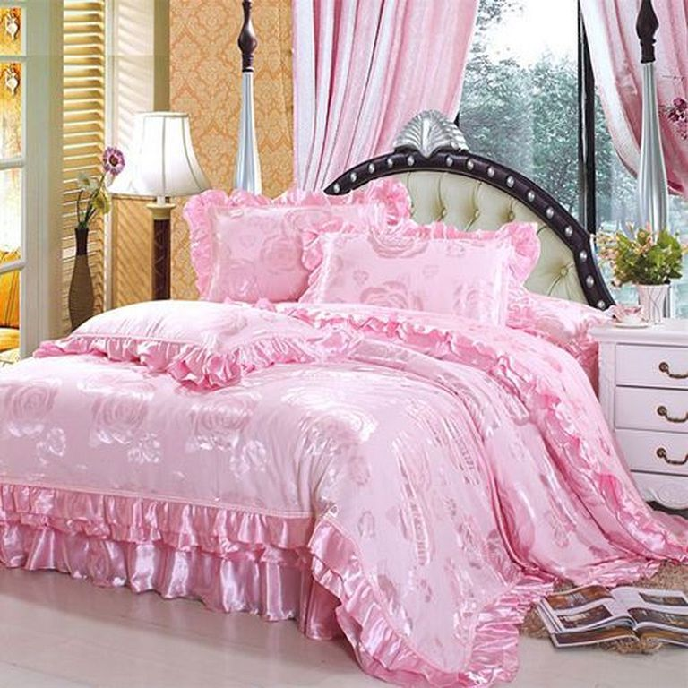 20+ Pretty And Girly Bedding Set Designs You Will Love