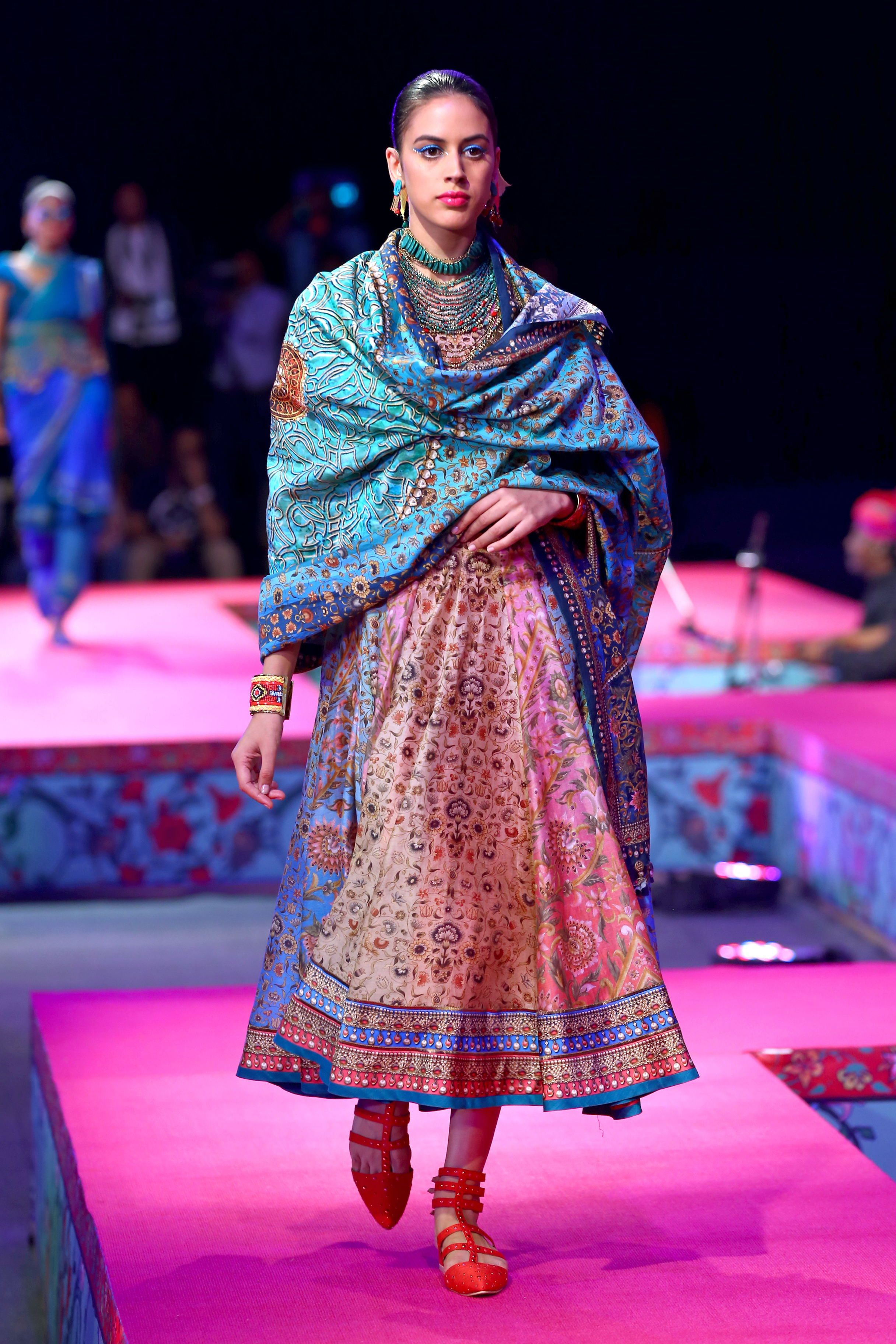 Tarun Tahiliani www.thewedding-hut.co.uk | Ethnic Wear | Pinterest