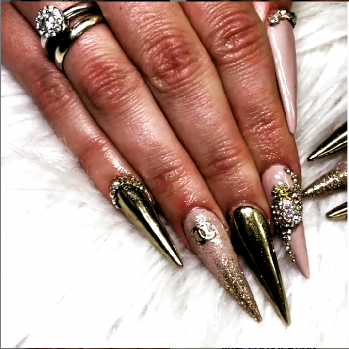 75 Amazing Stiletto Nail Ideas That You Must Have A Try In 2020 Acrylic Nails Pink Stiletto Nails Stiletto Nails