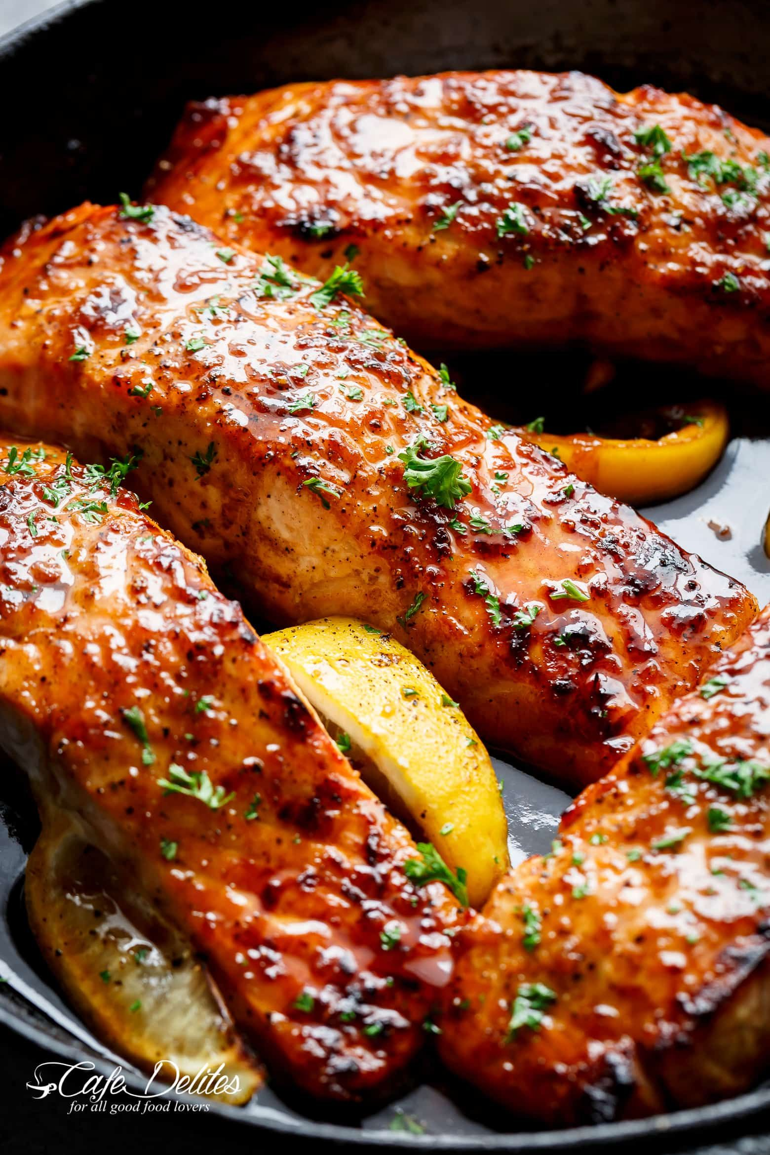 Photo of Easy Honey Garlic Salmon is a throw together recipe in one pan and a perfect swe…