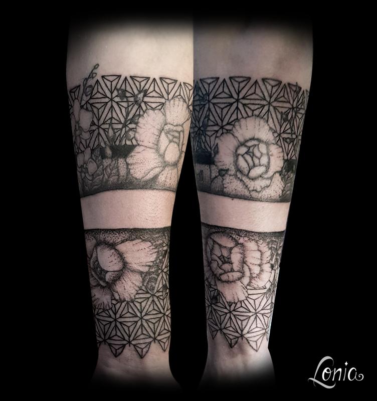 Tatouage Avant Bras Fleur Pivoine Geometrie Motif Bande Feminin