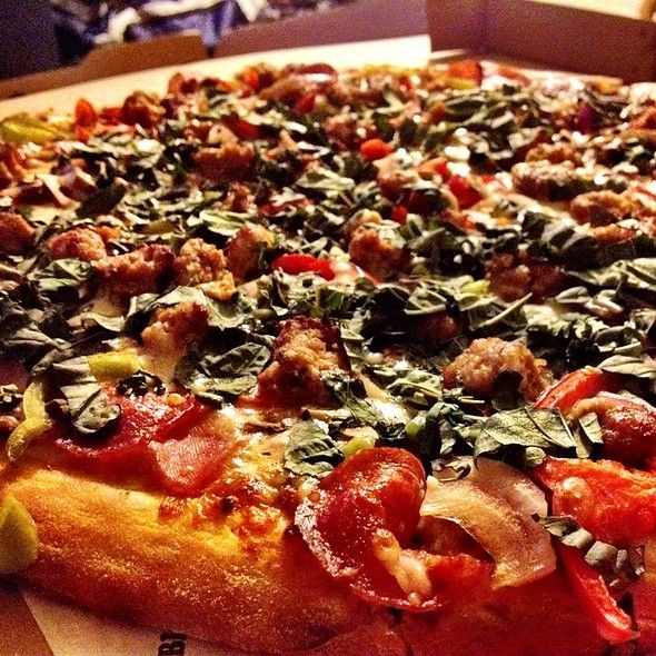 The Works Pizza Big Mama S Papa S Pizzeria In Burbank Ca The