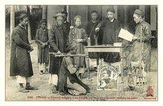 Nguyen Dynasty justice system. Tribunal indigène - La Cangue est mise au prisonnier...