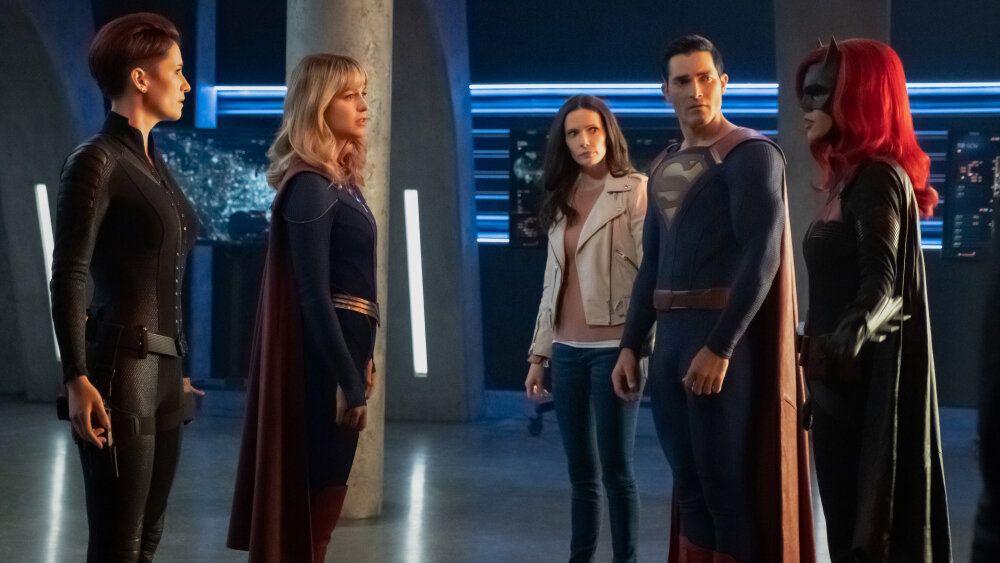Sueboohs Cornerblogs Crisisoninfiniteearths Supergirl S5 Ep 9 Crisis On Infinite Earths Part 1 Recap And Review Supergirl Season Supergirl Infinite Earths