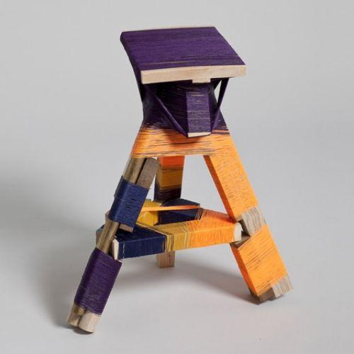 Selbstgemachte Wickelmaschine produziert einzigartige Designer Möbel - bunte hocker designs streichen technik