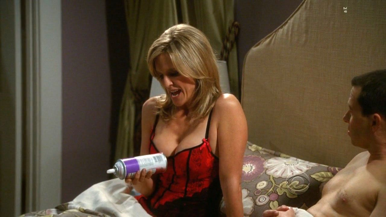 Courtney thorne-smith two and a half men