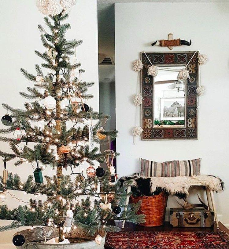 12 Days of Instagram Christmas Decors - Damask  Dentelle blog - christmas decors