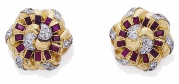 Paire de clips doreilles Noeud rubis et diamants, par Suzanne Belperron.