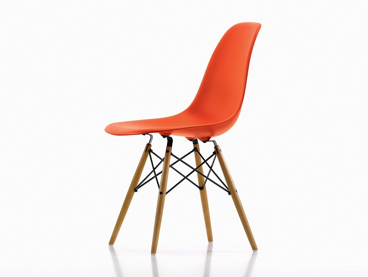 eames moulded plastic chairs — minimalissimo  apartment  - eames moulded plastic chairs — minimalissimo