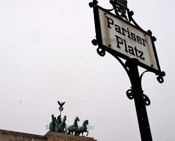 La Plaza de París o Pariserplatz, así llamada después de que los alemanes recuperaran el Carro de la Victoria.