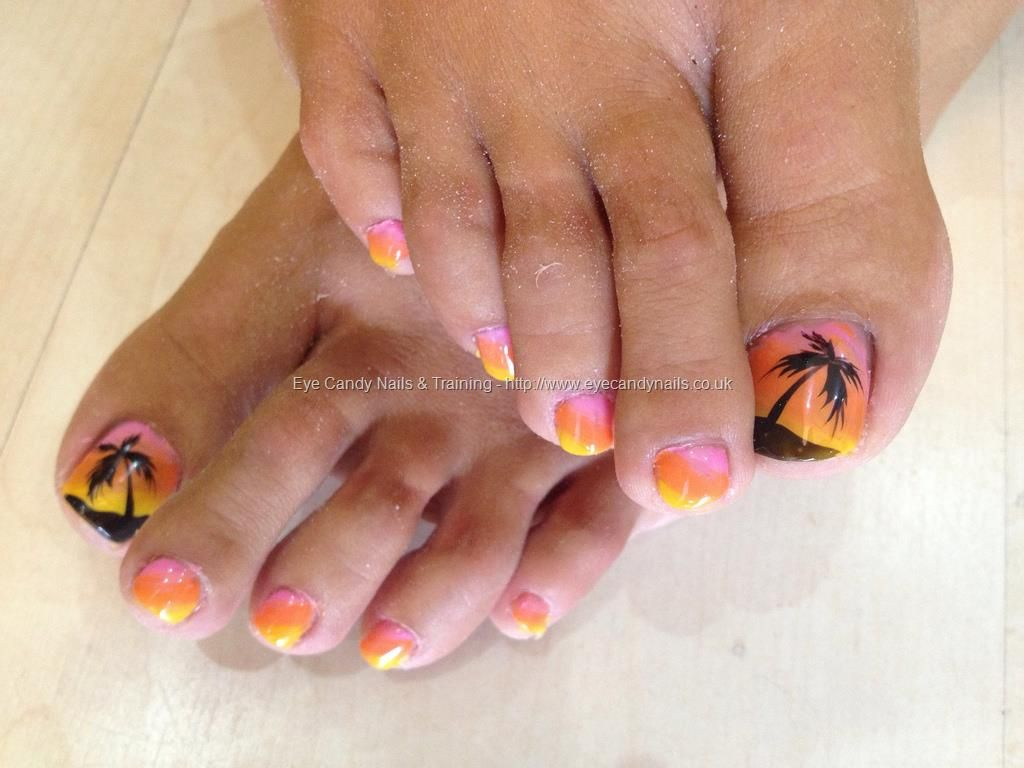 Holiday+toes+with+3+colour+gel+fade+and+freehand+palm+tree+nail+art ...