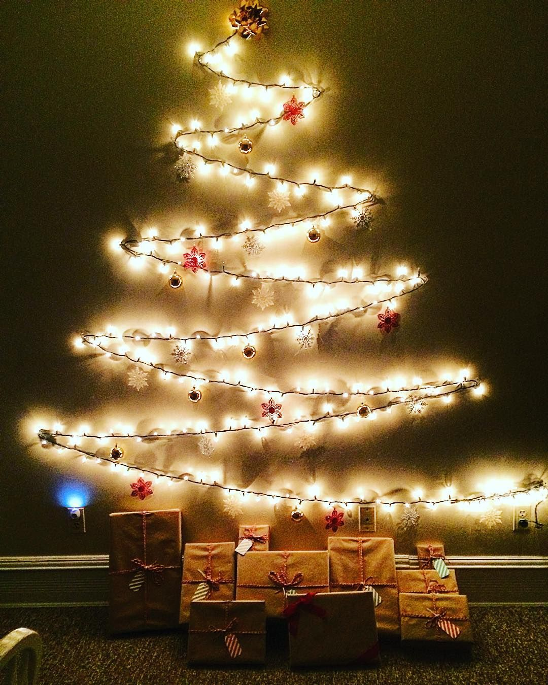 Command Strips Christmas Tree: Perfect DIY Christmas Tree For Apartment Living! It Doesn