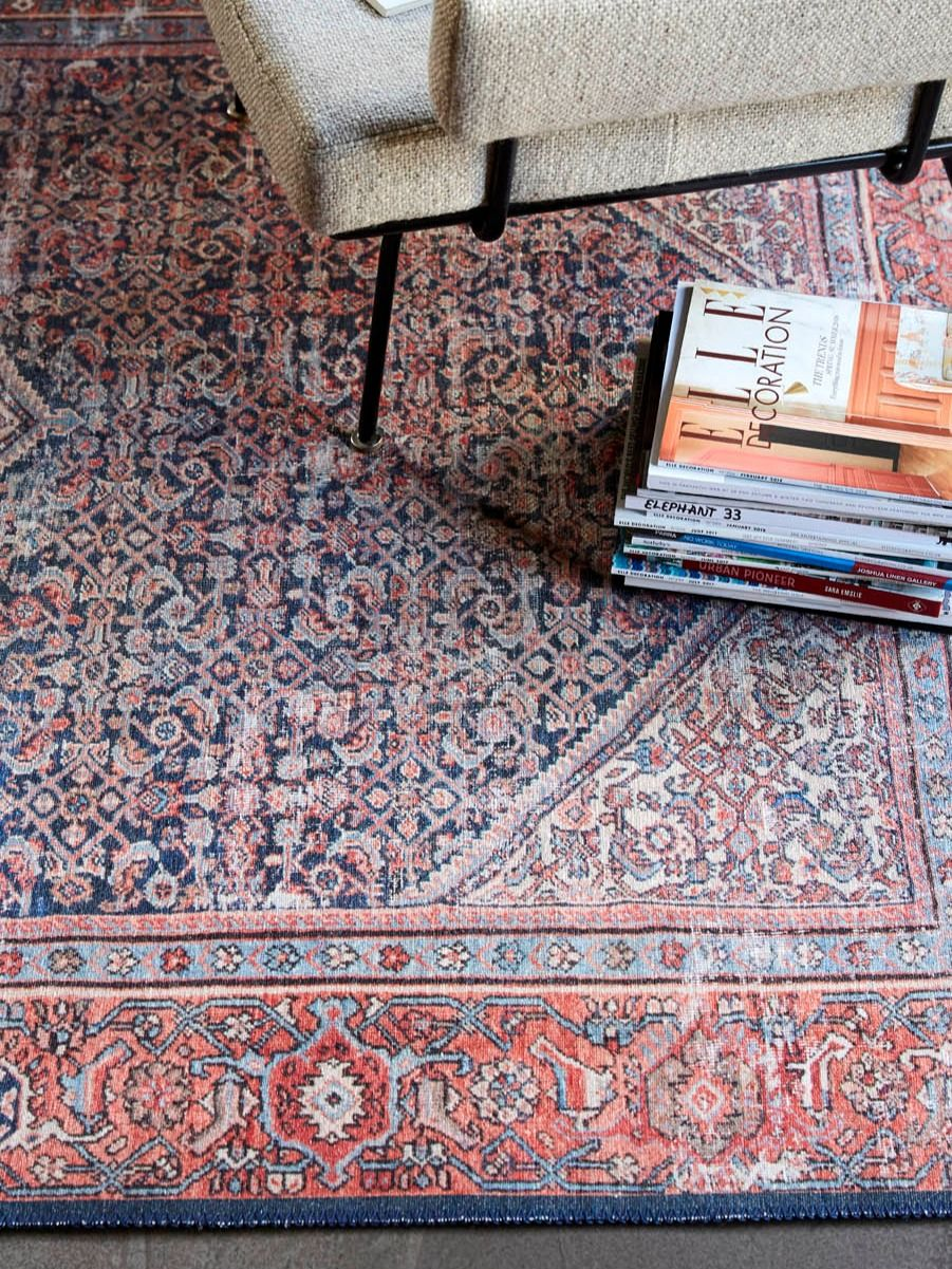 Vintage Teppich Rot Blau Flashback Wecon Home In 2020 Vintage Teppiche Teppich Esszimmer Teppich