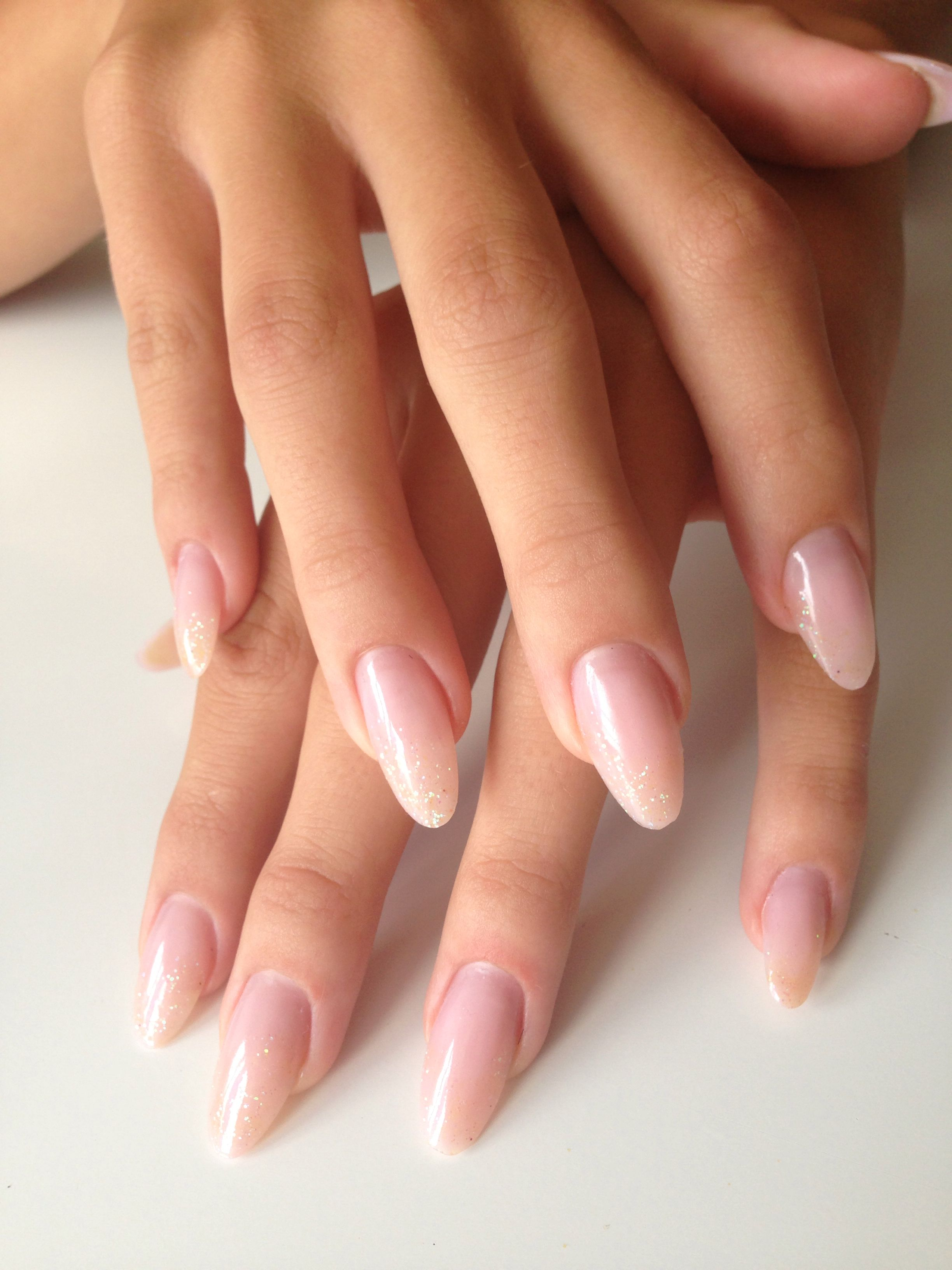 Subtle Glitter Nails Acrylic Nails With Images Ladne