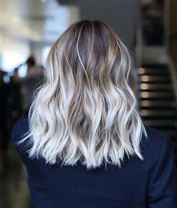 Shatush biondo platino su capelli castano scuro  76e1e54c8ad8