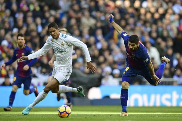 3d4fa9efeaf Real Madrid s French defender Raphael Varane (L) vies with Barcelona s  Uruguayan forward Luis Suarez during the Spanish League