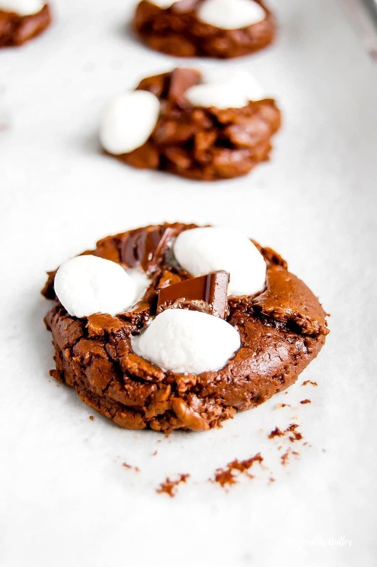 Hot chocolate mini marshmallow cookies As the weather gets cooler you will definitely want to make these Hot Chocolate Marshmallow Cookies! They're super rich and chocolatey, topped with melted bits of chocolate and mini marshmallows!