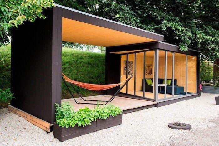 cabane de jardin design avec terrasse bois couverte et piece en ...